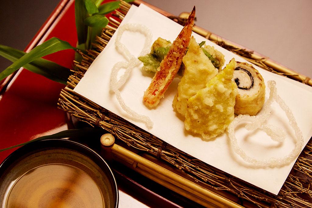 Dining Facilities at The Kitano Hotel New York Hotel